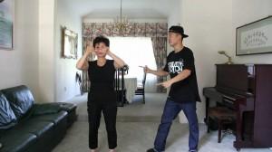 シュール過ぎる!PSYのガンナムスタイルを黙々と踊る母が話題!