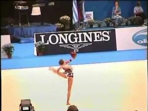 【すごい!】少女が披露した新体操ボール演技に世界中から絶賛の声が続出!