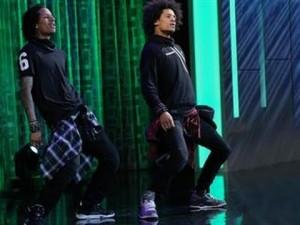 【LesTwins】天才双子ダンサーのショーケース!グルーブ全開のダンスがカッコ良すぎ!