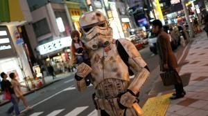 【スターウォーズ】渋谷に出現したトゥルーパーが超ノリノリ♪