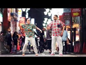 大阪で外人ダンサーがゲリラダンス!酔っぱらいサラリーマンに絡まれる映像が微笑ましいと世界で話題に