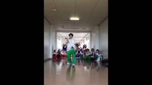 iPhoneの着信音に合わせてダンスする男子高校生が超かっこいい!!!