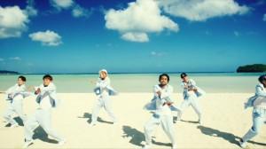 グループ史上最高にPOPでキャッチー!海をバックにダンスする「EXILE THE SECOND」の最強サマーチューン!