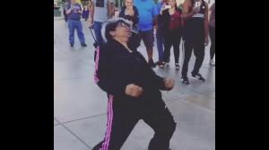 イケイケお婆ちゃんのダンスが格好良すぎ!!若者達も思わずすげぇなんて完成上げちゃうほど格好いいダンスをご覧あれ☆