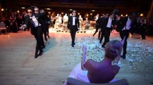 花婿のサプライズダンスに花嫁も会場も大興奮!素敵旦那様の本気ダンスに注目!