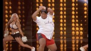 『America's Got Talent 2017』チアリーダーも顔負けのノリノリダンス!開脚技も繰り出す迫力ダンス!