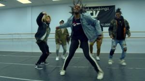 ちょっとお茶目?2017年を締めくくった《The Future Kingz》のキレキレダンス!