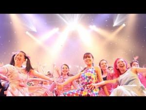 部活の域を完全に越えている!バブリーダンスの「登美丘高校ダンス部」の自主公演のレベルが高すぎ…!!