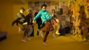 《TheFutureKingz×AYO & TEO×Tweezy》のHIP-HOP野郎たちがコラボした個性派ダンス動画!